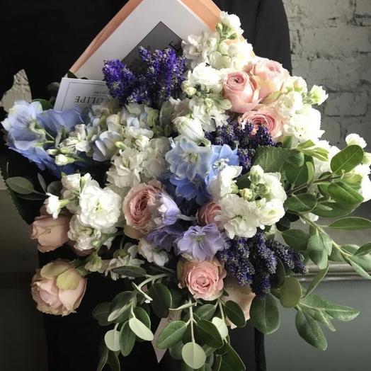 Пионовидные розы и Дельфиниум: букеты цветов на заказ Flowwow