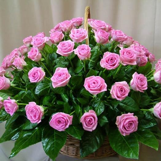 Корзина с розами: букеты цветов на заказ Flowwow