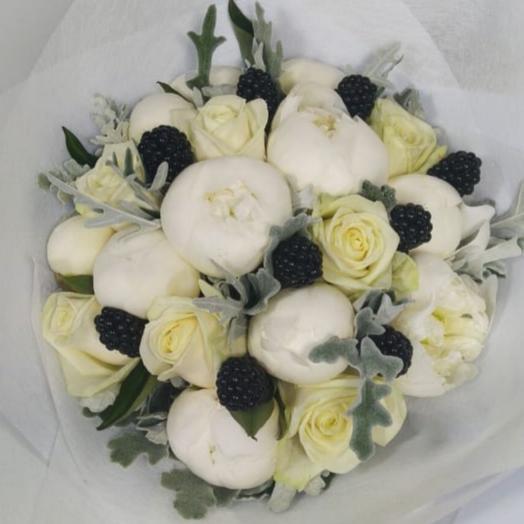 Шиен из белых пионов и роз