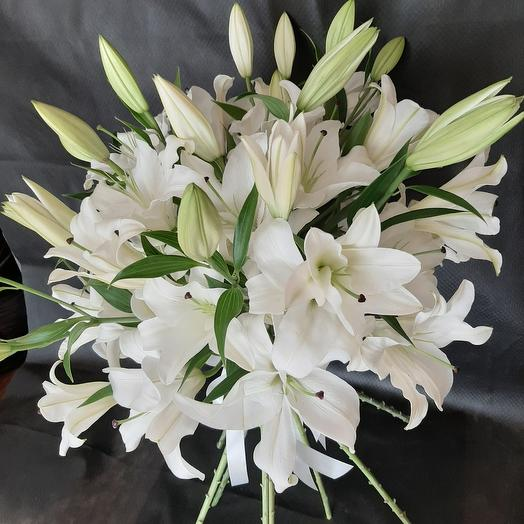 Букет из 15 белых лилий