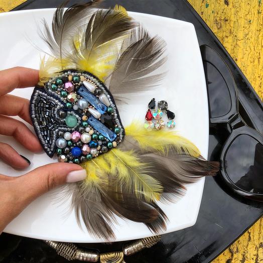 Брошь попугай стильно смотрится на верхней одежде/придаст индивидуальность и стиль, отливное решение подарка