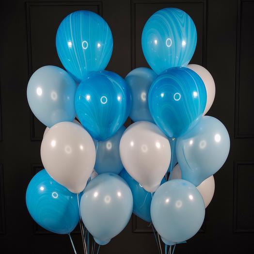 Композиция из бело голубых шаров с голубыми агатами