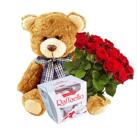 Набор: букет из 25 роз, конфеты Raffaello, плюшевый мишка 35 см