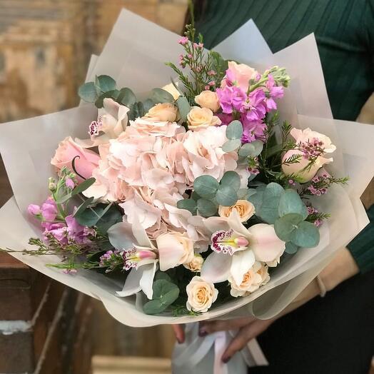 Букет с Гортензией, Розами и Орхидеями