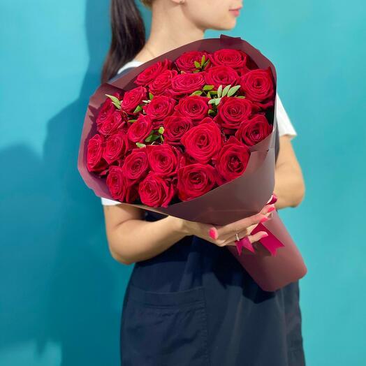 25 Ароматных красных роз