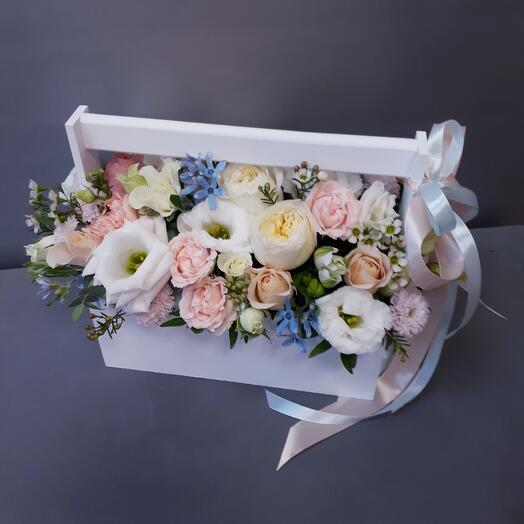 Ящик с пионовидными розами