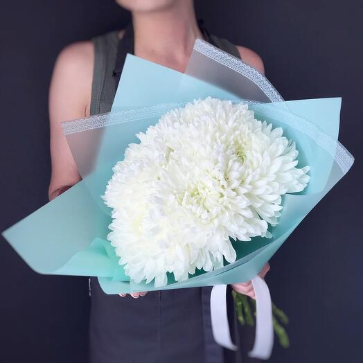 Нежный букет из хризантемы одноголовой