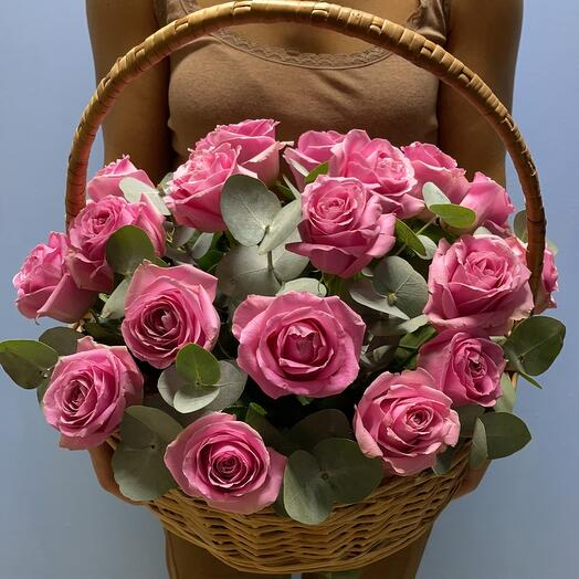 Корзина с розами розовыми