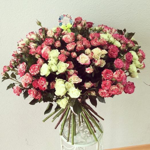 Букет из 35 разноцветных кустовых роз 70 см: букеты цветов на заказ Flowwow
