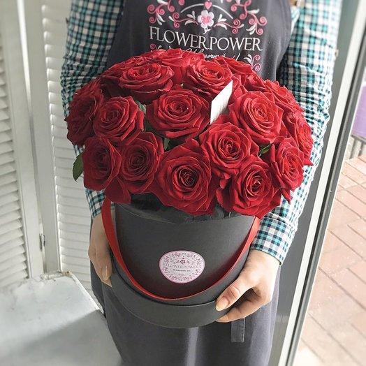 Шляпная коробка с бархатными розами