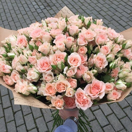 Букет из 39 веточек кустовых роз