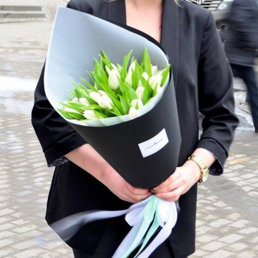 """Букет """"21 тюльпан в черном"""""""