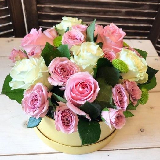 Композиция с цветами в коробке: букеты цветов на заказ Flowwow
