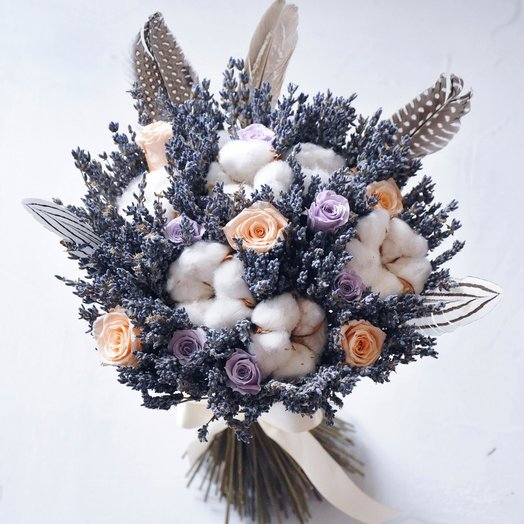 Розы в лаванде: букеты цветов на заказ Flowwow