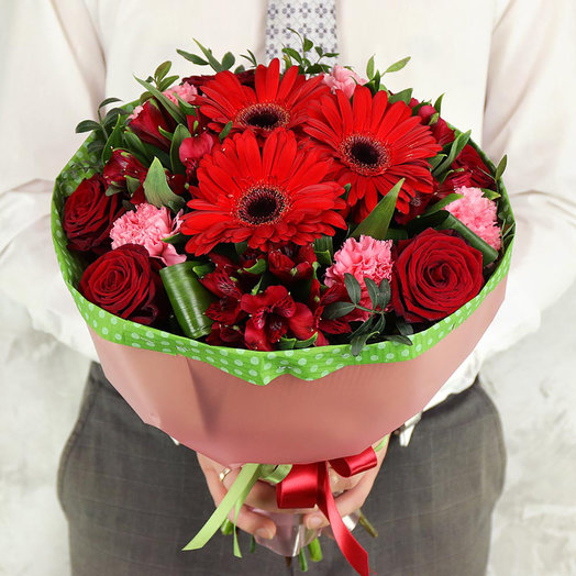Букет из гербер, роз и альстромерий с листьями фисташки: букеты цветов на заказ Flowwow