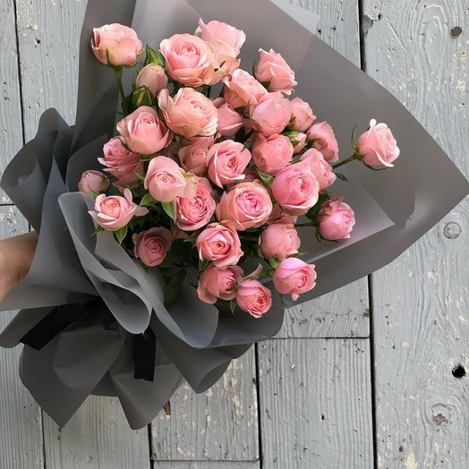 Изящный букет кустовых роз 9 шт