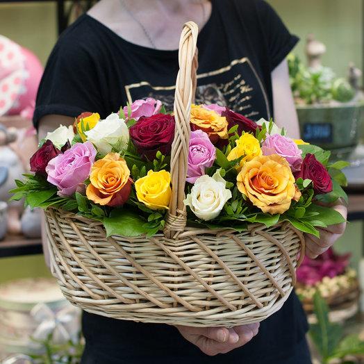 Корзина из роз (25 роз): букеты цветов на заказ Flowwow