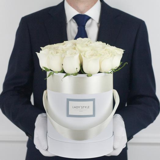Эквадорские розы в шляпной коробке M
