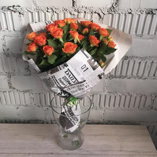 Букет из оранжевых кустовых роз 9