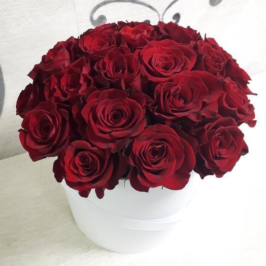 """Шляпная коробка с красными розами """"Фридом"""": букеты цветов на заказ Flowwow"""