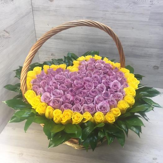 Корзина из 101 розы сердце: букеты цветов на заказ Flowwow