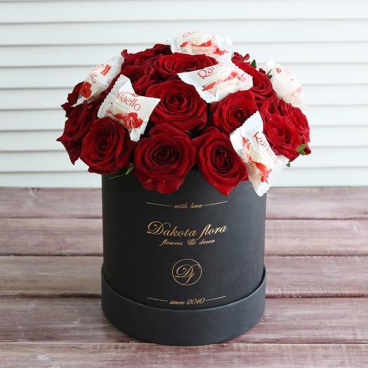 Розы и рафаэлло в черной коробочке