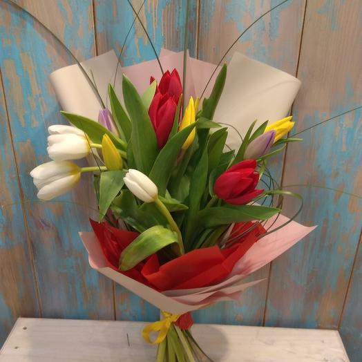 Букет из тюльпанов в стильной упаковке: букеты цветов на заказ Flowwow