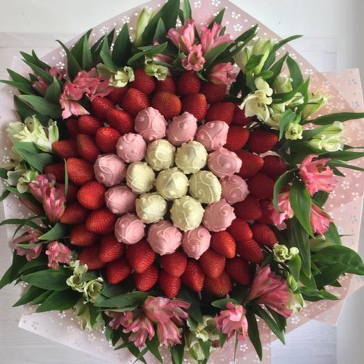 Весеннее настроение из цветов и клубники: букеты цветов на заказ Flowwow