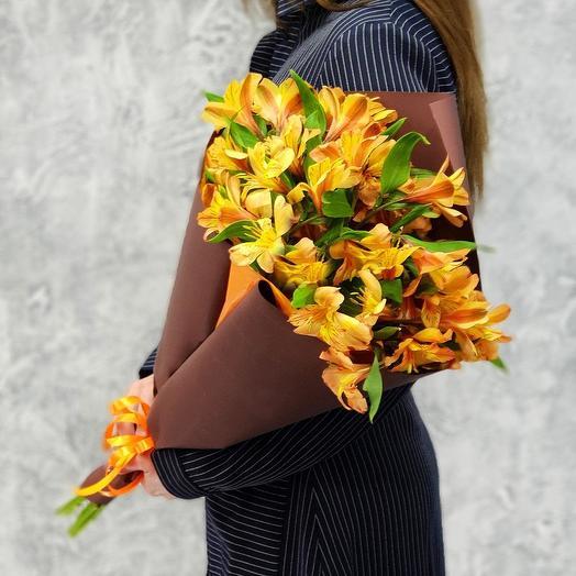 Букет из альстромерий в упаковке: букеты цветов на заказ Flowwow
