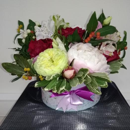 """Шляпная коробка""""Пионы и розы"""": букеты цветов на заказ Flowwow"""