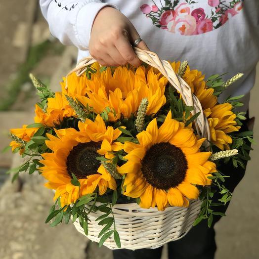 Корзины с цветами . Подсолнухи. N538: букеты цветов на заказ Flowwow