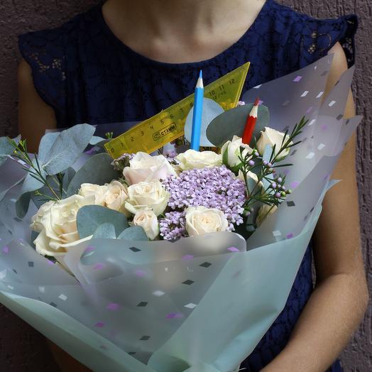 Букет школьный с  кустовой розой: букеты цветов на заказ Flowwow