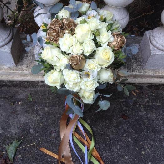 Свадебный букет с золотыми розами: букеты цветов на заказ Flowwow