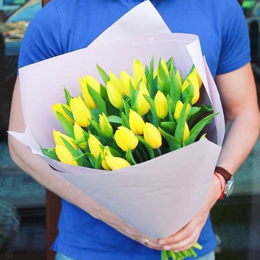 31 желтый тюльпан: букеты цветов на заказ Flowwow