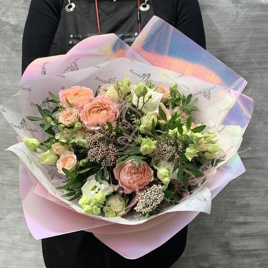 Букет с розами и воздушной стифой: букеты цветов на заказ Flowwow