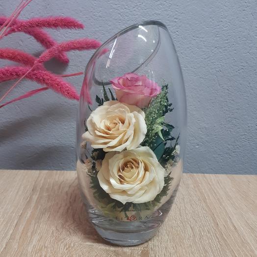 Розы айвори в средней скошенной вазе