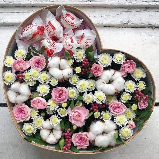 Большое цветочное сердце с раффаэлло