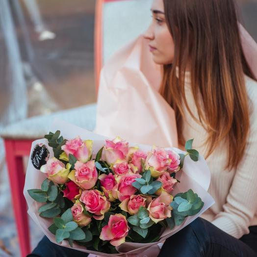 Букет из розовых Кенийских роз с эвкалиптом