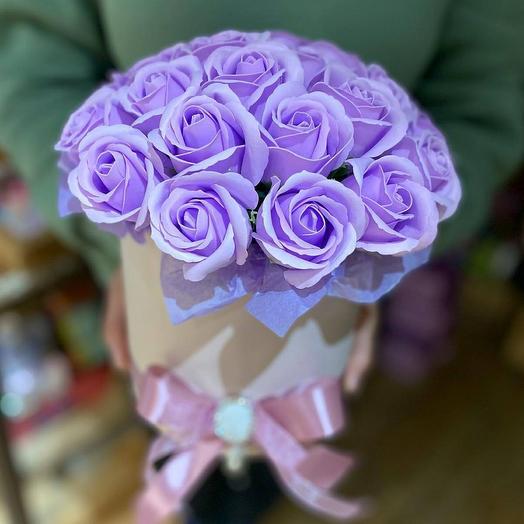 Композиция из мыльных роз в цилиндре