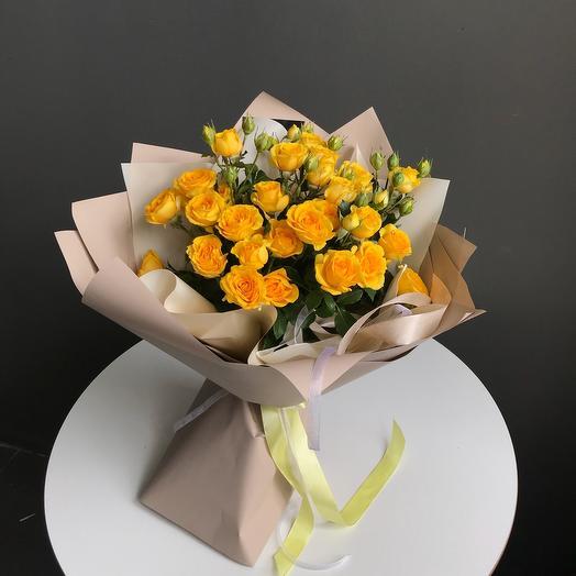 Букет из желтых кустовых роз
