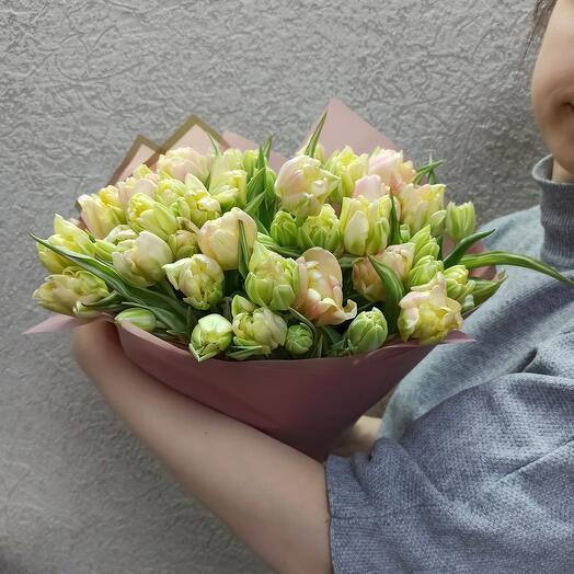 45 пионовидных тюльпанов