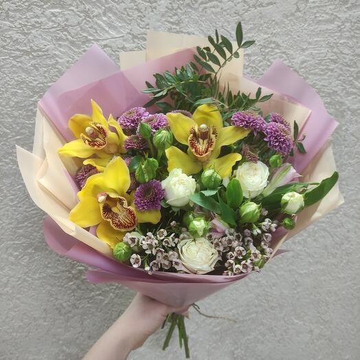 Букет с орхидеями и красивыми цветами