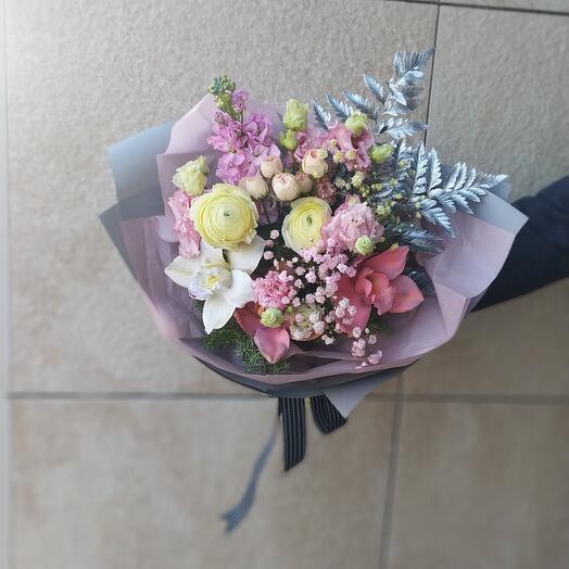 Розовый микс с орхидеями