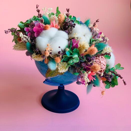 Букет из сухоцветов в глобусе