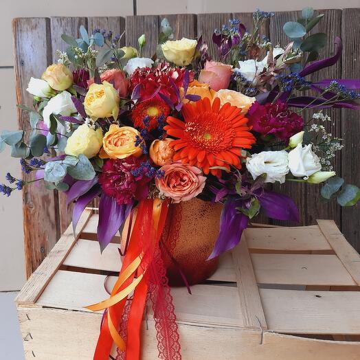 """Цветы в коробке """"Яркий комплимент"""""""