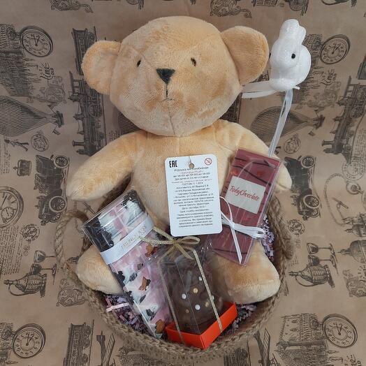Подарочная корзина «Сладкий мишка»