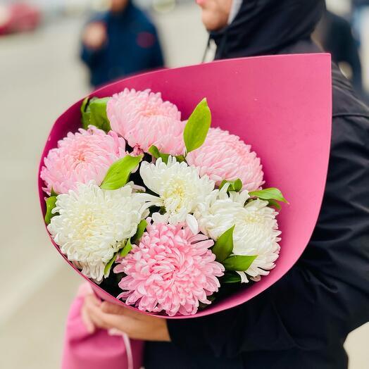Букет больших хризантем