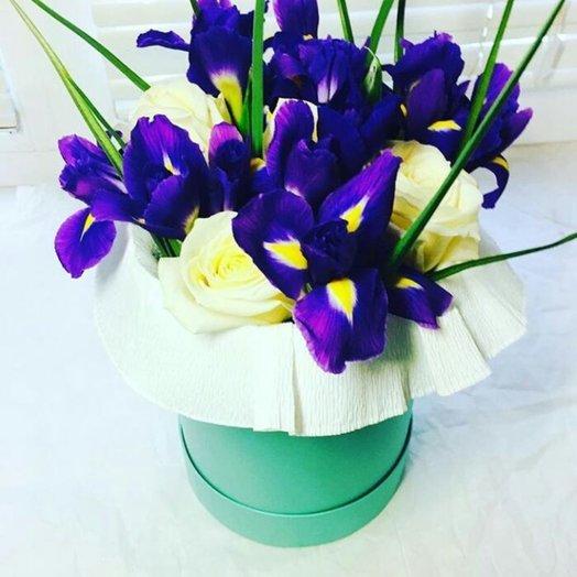 Ирисы и розы: букеты цветов на заказ Flowwow