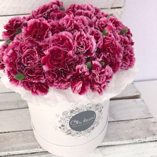 Гвоздика фиолетовая в коробке: букеты цветов на заказ Flowwow