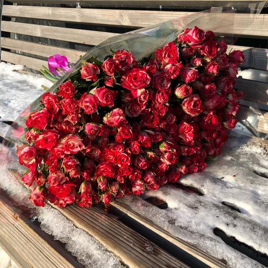 Букет из 35 красных кустовых роз 70 см: букеты цветов на заказ Flowwow